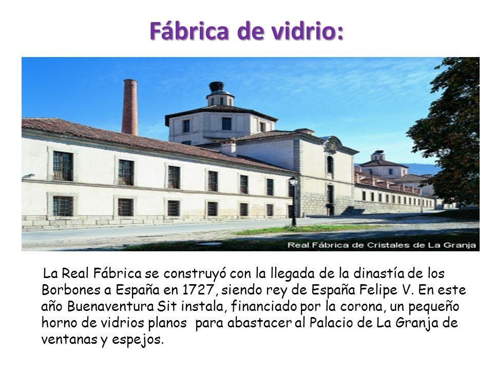 La Real Fábrica se construyó con la llegada de la dinastía de los Borbones a España en 1727, siendo rey de España Felipe V. En este año Buenaventura S