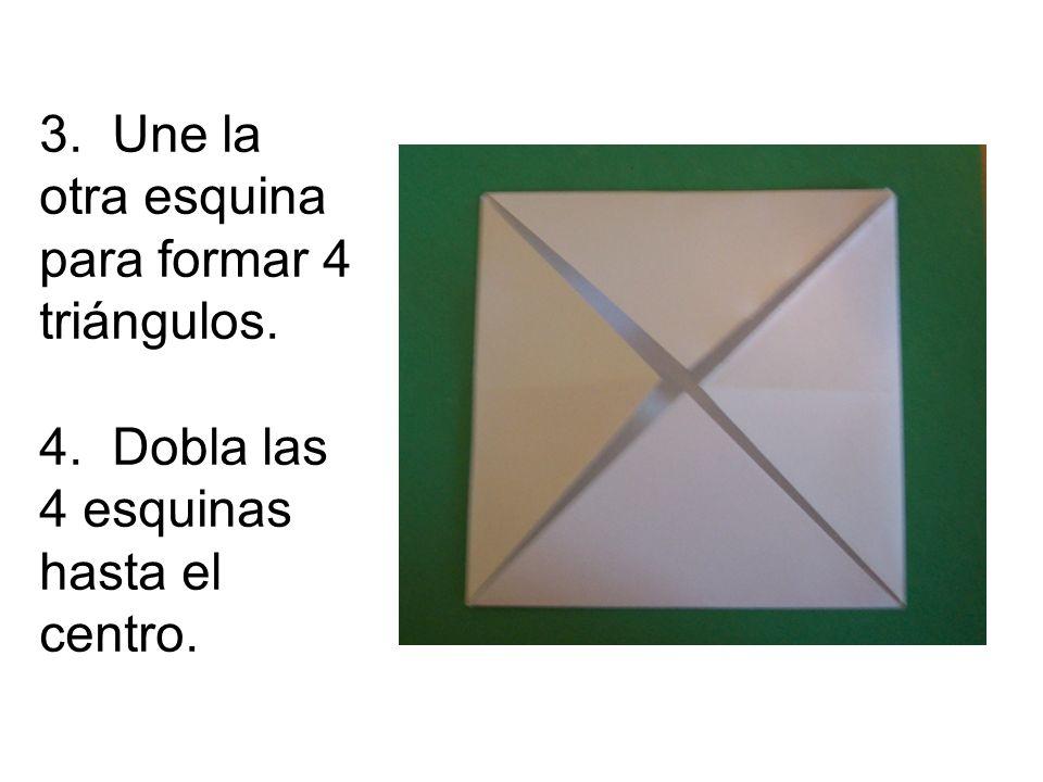 3. Une la otra esquina para formar 4 triángulos. 4. Dobla las 4 esquinas hasta el centro.
