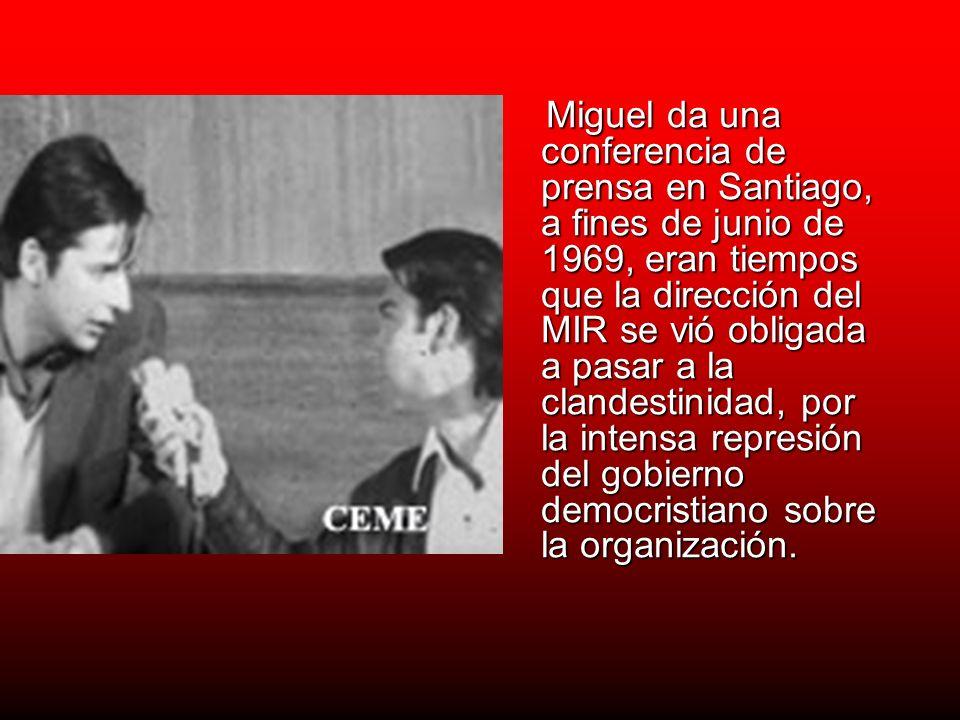 Miguel da una conferencia de prensa en Santiago, a fines de junio de 1969, eran tiempos que la dirección del MIR se vió obligada a pasar a la clandest