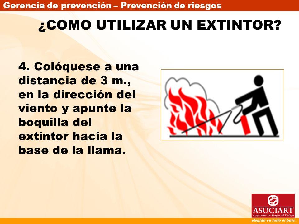 Gerencia de prevención – Prevención de riesgos 4. Colóquese a una distancia de 3 m., en la dirección del viento y apunte la boquilla del extintor haci