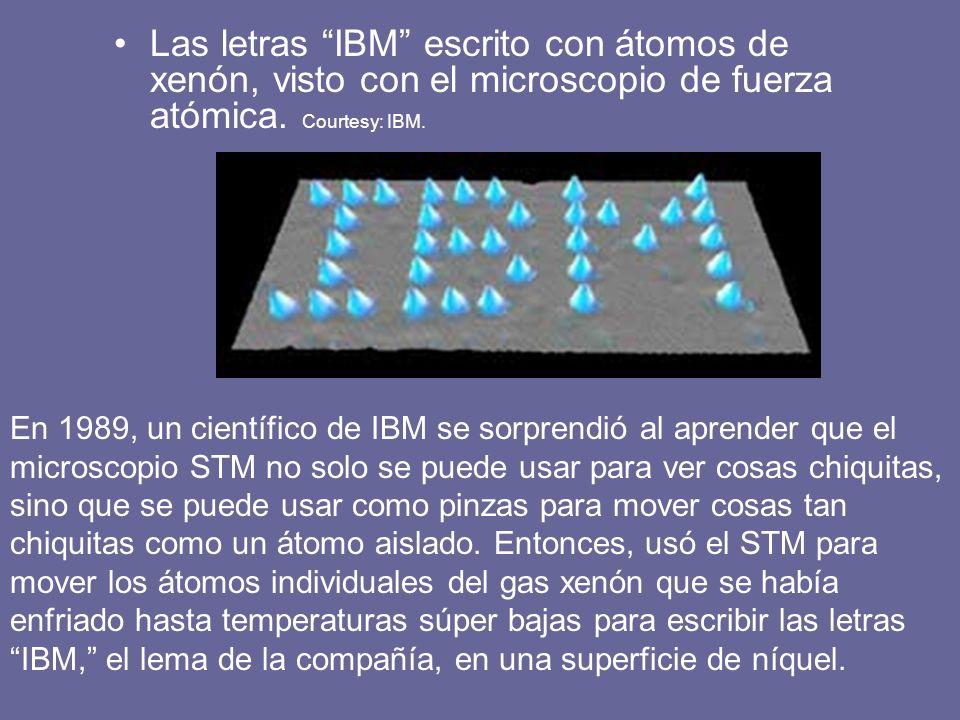 Las letras IBM escrito con átomos de xenón, visto con el microscopio de fuerza atómica. Courtesy: IBM. En 1989, un científico de IBM se sorprendió al