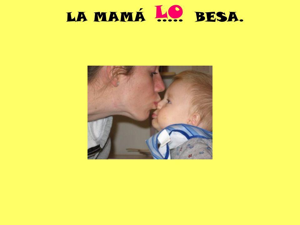 LA MAMÁ ….. BESA. LO