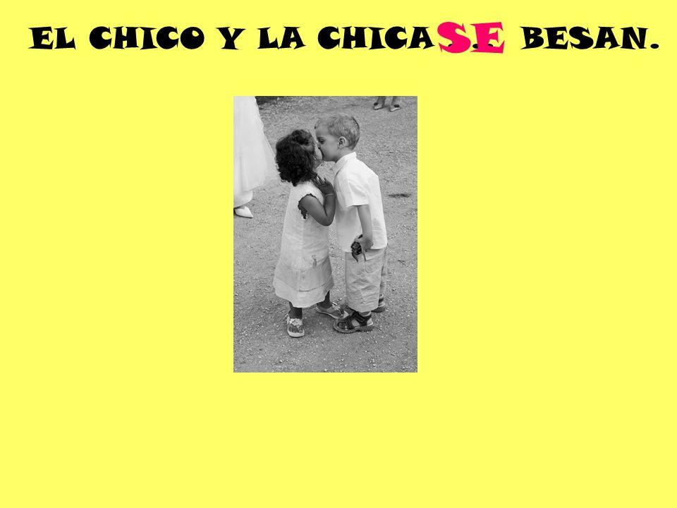 EL CHICO Y LA CHICA …. BESAN. SE