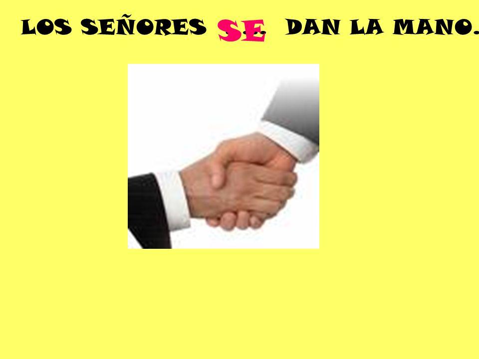 LOS SEÑORES ….. DAN LA MANO. SE