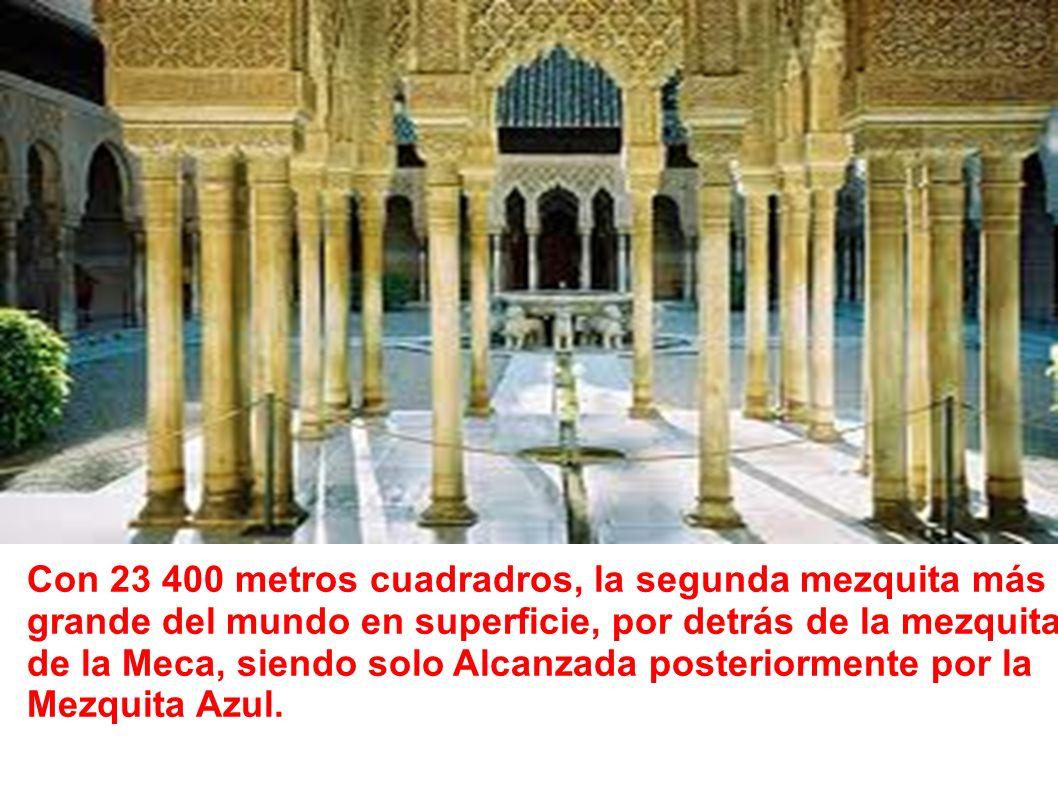 Con 23 400 metros cuadradros, la segunda mezquita más grande del mundo en superficie, por detrás de la mezquita de la Meca, siendo solo Alcanzada posteriormente por la Mezquita Azul.