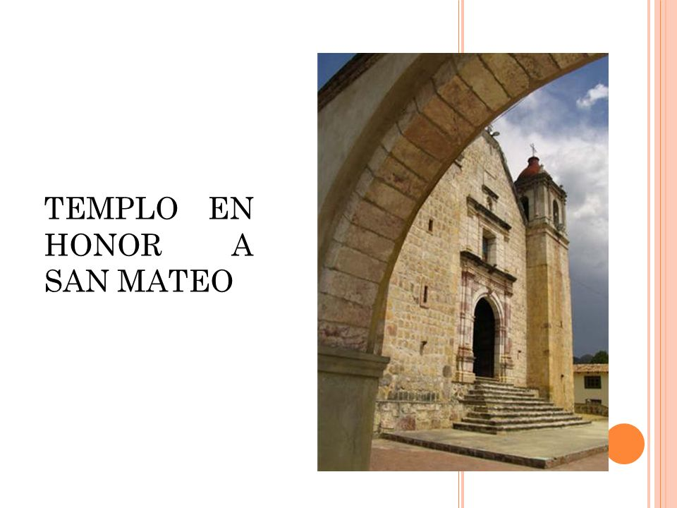 ADMIRE LA ARQUITECTURA DEL INTERIOR DEL TEMPLO EN HONOR A SAN MATEO.