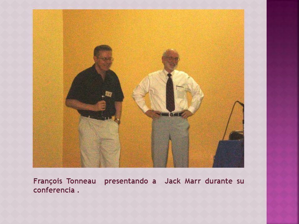 François Tonneau presentando a Jack Marr durante su conferencia.