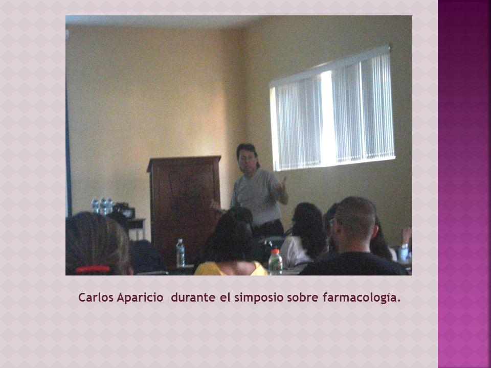 Carlos Aparicio durante el simposio sobre farmacología.