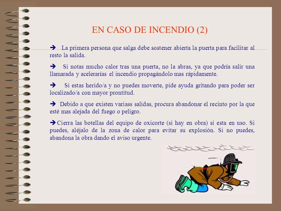 EN CASO DE INCENDIO (2) La primera persona que salga debe sostener abierta la puerta para facilitar al resto la salida. Si notas mucho calor tras una