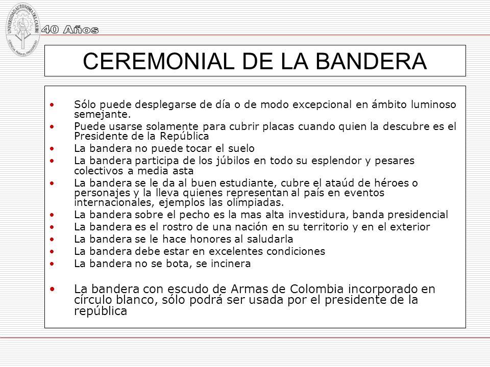 CEREMONIAL DE LA BANDERA Sólo puede desplegarse de día o de modo excepcional en ámbito luminoso semejante. Puede usarse solamente para cubrir placas c