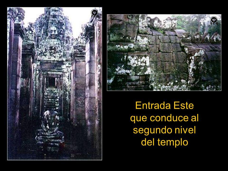 Entrada Este que conduce al segundo nivel del templo
