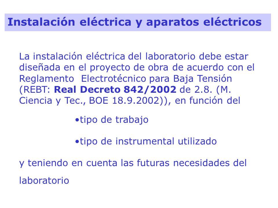La instalación eléctrica del laboratorio debe estar diseñada en el proyecto de obra de acuerdo con el Reglamento Electrotécnico para Baja Tensión (REB