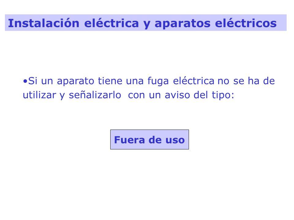 Fuera de uso Si un aparato tiene una fuga eléctrica no se ha de utilizar y señalizarlo con un aviso del tipo: Instalación eléctrica y aparatos eléctri