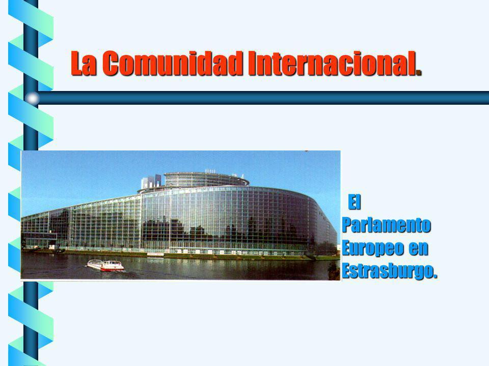La Comunidad Internacional. b El Parlamento Europeo en Estrasburgo.