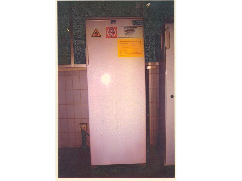 Si se guardan productos inflamables, el frigorífico ha de ser de seguridad aumentada.