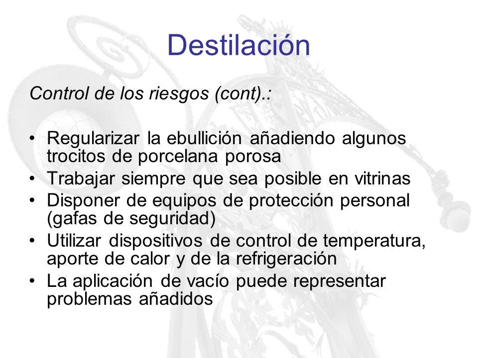 Destilación Control de los riesgos (cont).: Regularizar la ebullición añadiendo algunos trocitos de porcelana porosa Trabajar siempre que sea posible