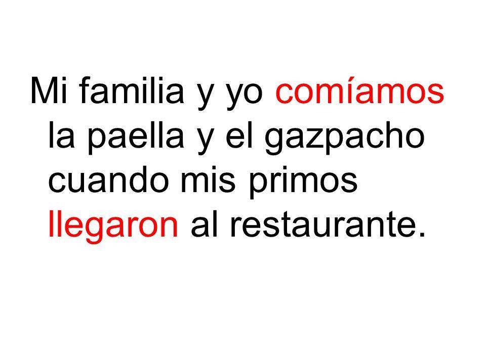 Mi familia y yo comíamos la paella y el gazpacho cuando mis primos llegaron al restaurante.