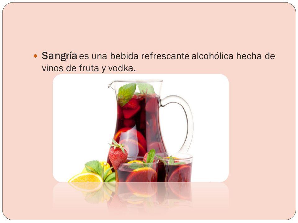 Sangría es una bebida refrescante alcohólica hecha de vinos de fruta y vodka.