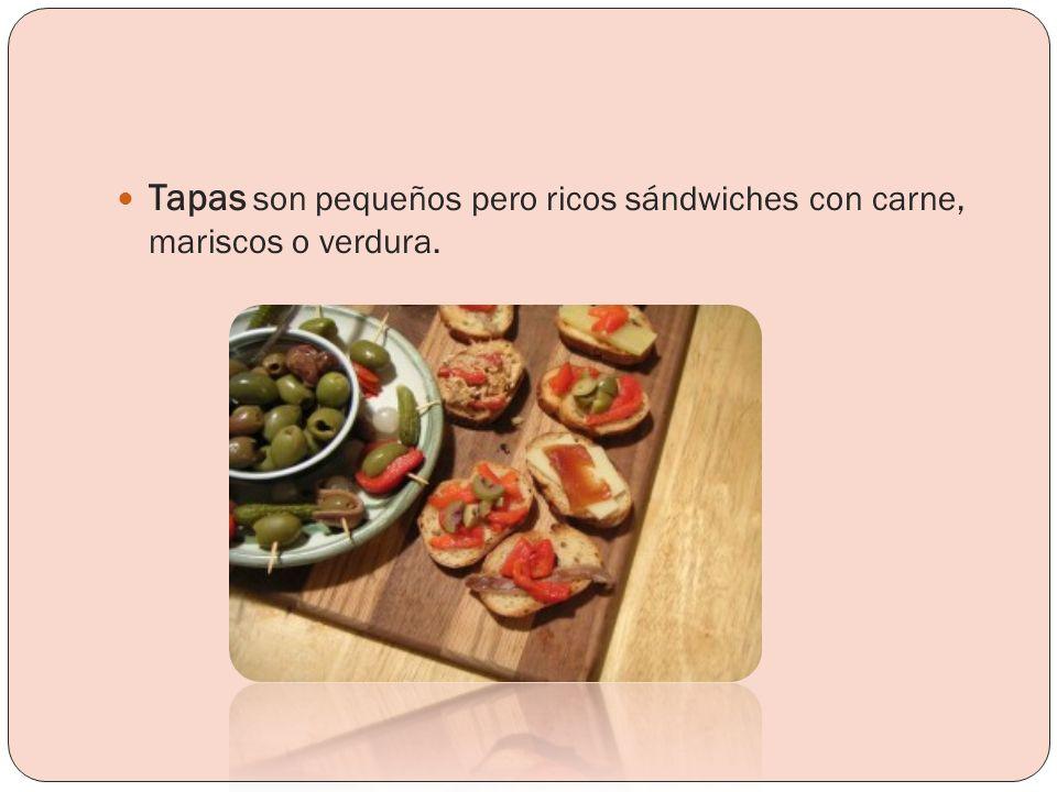 Tapas son pequeños pero ricos sándwiches con carne, mariscos o verdura.