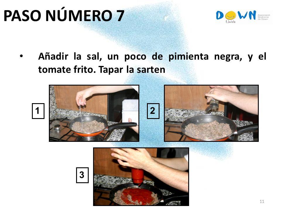 11 PASO NÚMERO 7 Añadir la sal, un poco de pimienta negra, y el tomate frito. Tapar la sarten 1 3 2