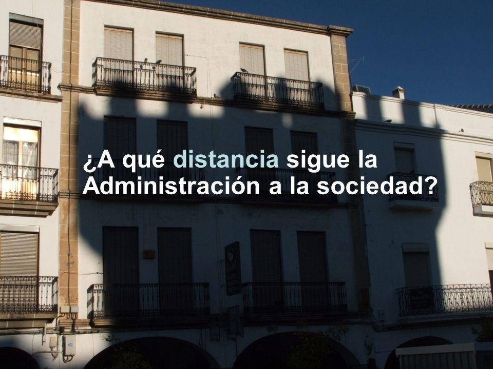 ¿A qué distancia sigue la Administración a la sociedad