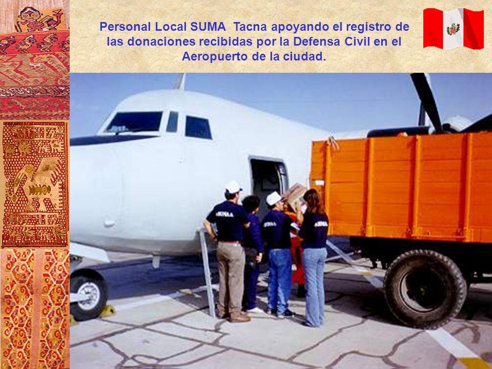 Personal Local SUMA Tacna apoyando el registro de las donaciones recibidas por la Defensa Civil en el Aeropuerto de la ciudad.
