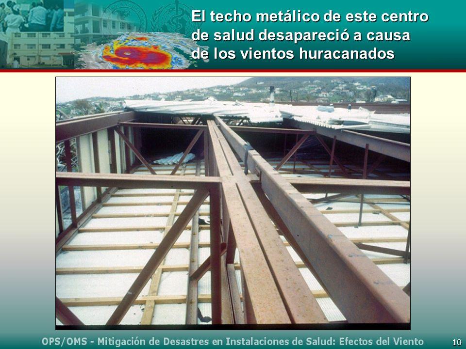 10 El techo metálico de este centro de salud desapareció a causa de los vientos huracanados