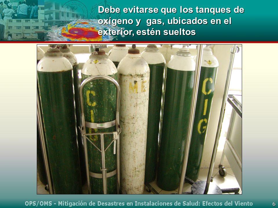 6 Debe evitarse que los tanques de oxígeno y gas, ubicados en el exterior, estén sueltos