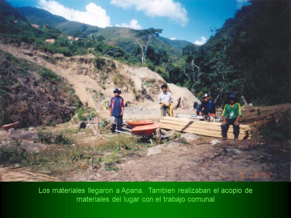 Los materiales llegaron a Apana. Tambien realizaban el acopio de materiales del lugar con el trabajo comunal