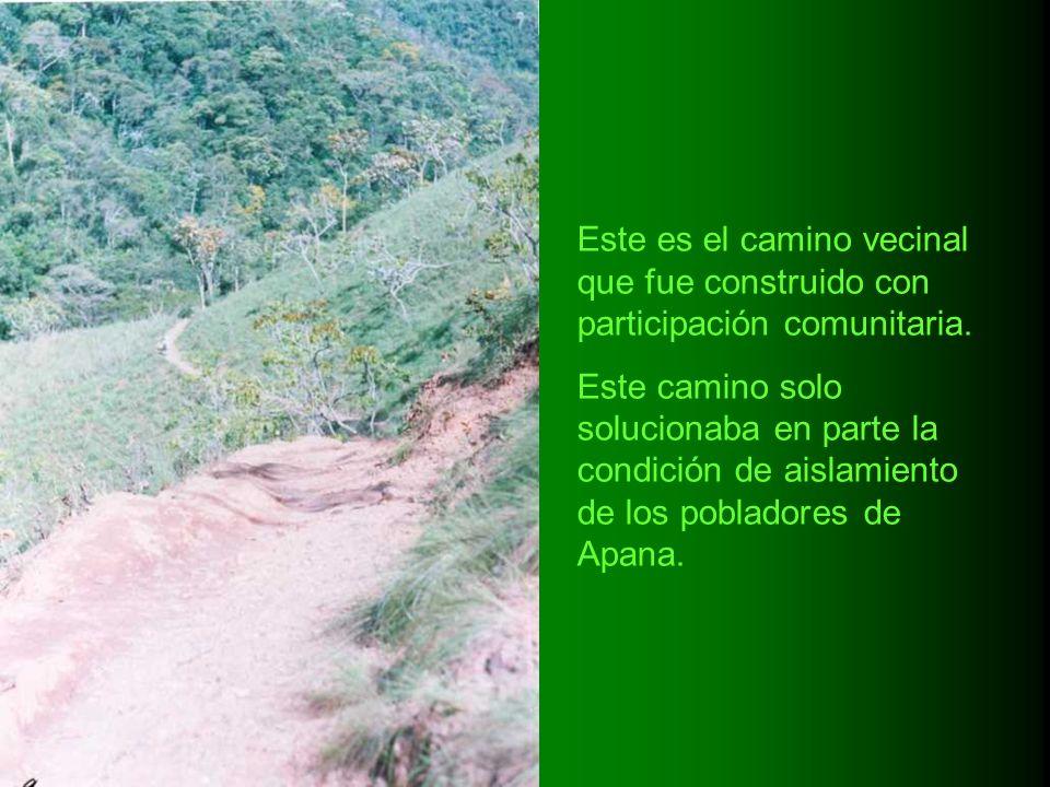 Este es el camino vecinal que fue construido con participación comunitaria. Este camino solo solucionaba en parte la condición de aislamiento de los p