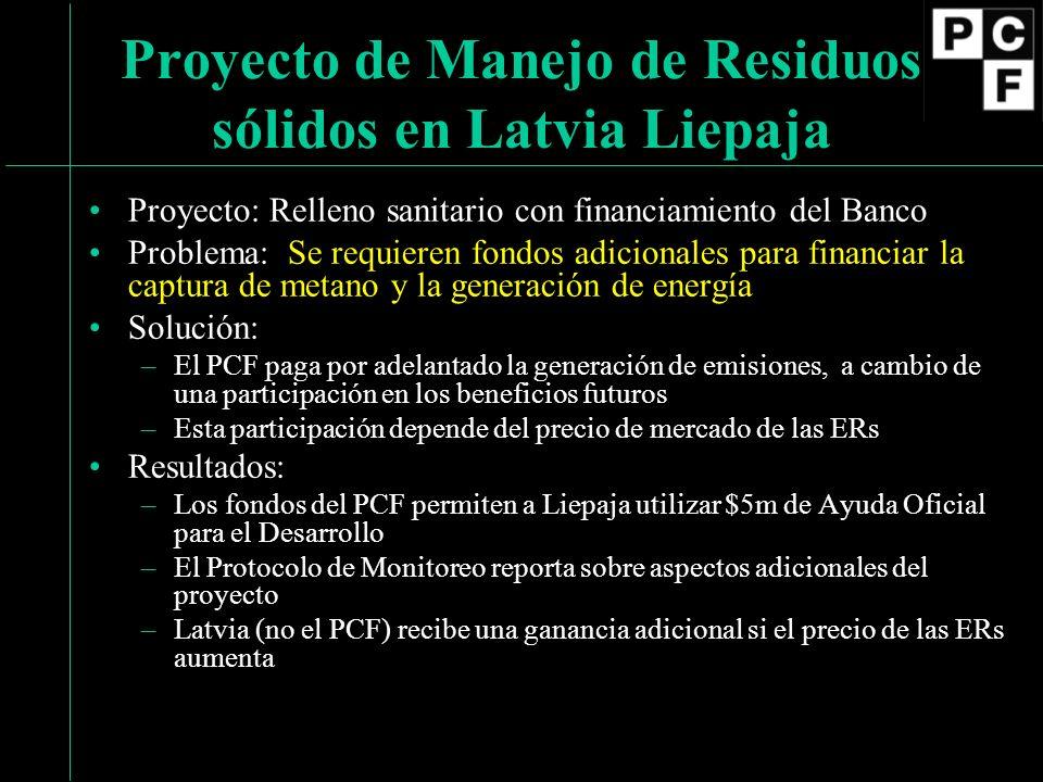 Proyecto: Relleno sanitario con financiamiento del Banco Problema: Se requieren fondos adicionales para financiar la captura de metano y la generación de energía Solución: –El PCF paga por adelantado la generación de emisiones, a cambio de una participación en los beneficios futuros –Esta participación depende del precio de mercado de las ERs Resultados: –Los fondos del PCF permiten a Liepaja utilizar $5m de Ayuda Oficial para el Desarrollo –El Protocolo de Monitoreo reporta sobre aspectos adicionales del proyecto –Latvia (no el PCF) recibe una ganancia adicional si el precio de las ERs aumenta Proyecto de Manejo de Residuos sólidos en Latvia Liepaja