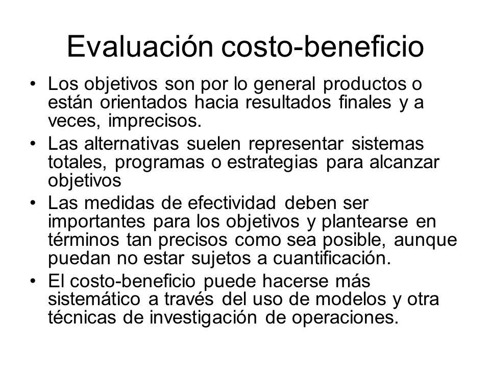 Evaluación costo-beneficio Los objetivos son por lo general productos o están orientados hacia resultados finales y a veces, imprecisos. Las alternati
