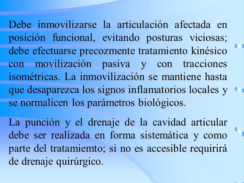 Debe inmovilizarse la articulación afectada en posición funcional, evitando posturas viciosas; debe efectuarse precozmente tratamiento kinésico con mo
