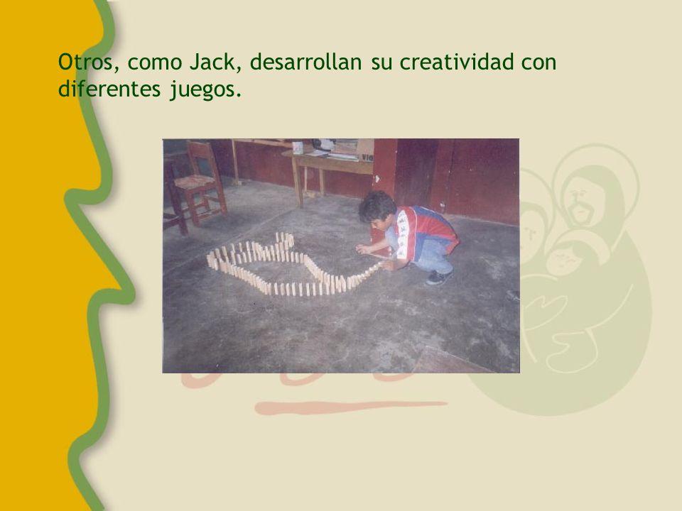 Jaky, Giselli y Marilyn son parte del taller San Pablo que se realiza en Villa El Carmen.