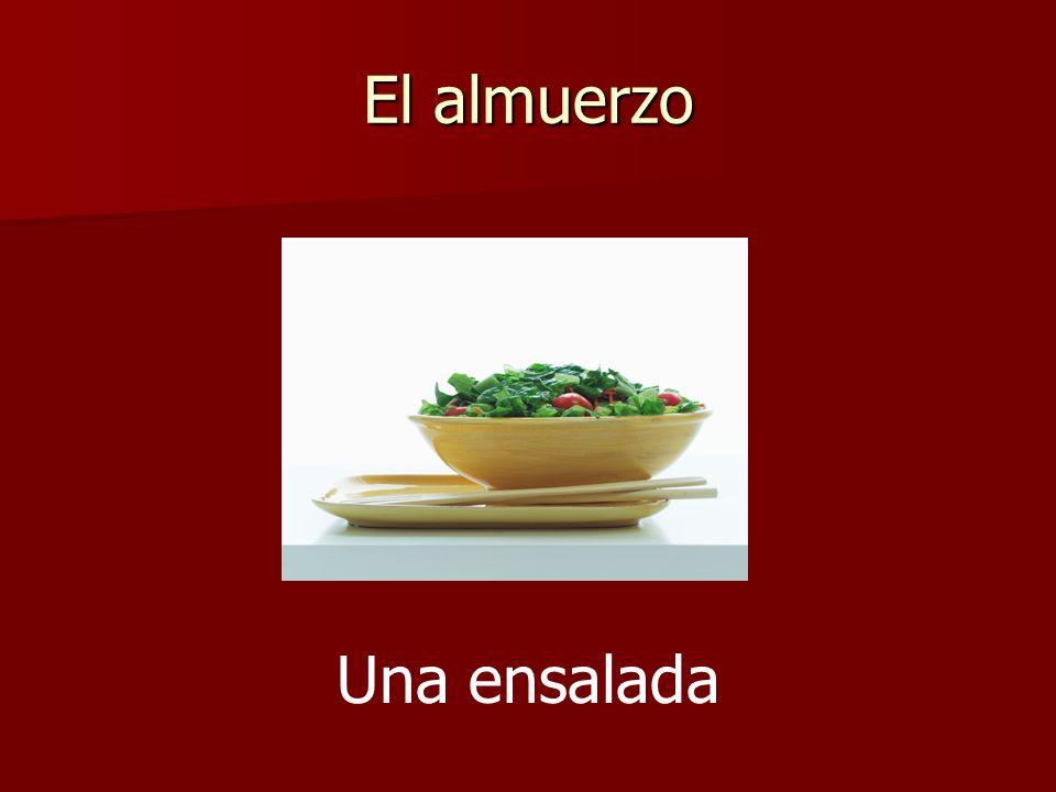 El almuerzo Una ensalada