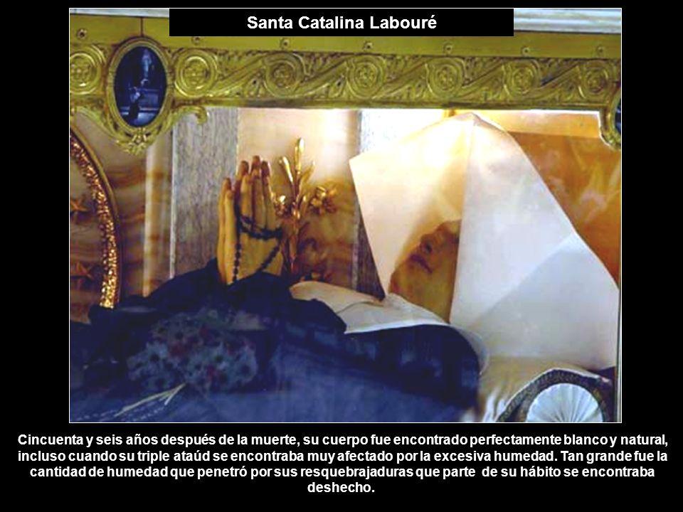 Santa Catalina Labouré Cincuenta y seis años después de la muerte, su cuerpo fue encontrado perfectamente blanco y natural, incluso cuando su triple a
