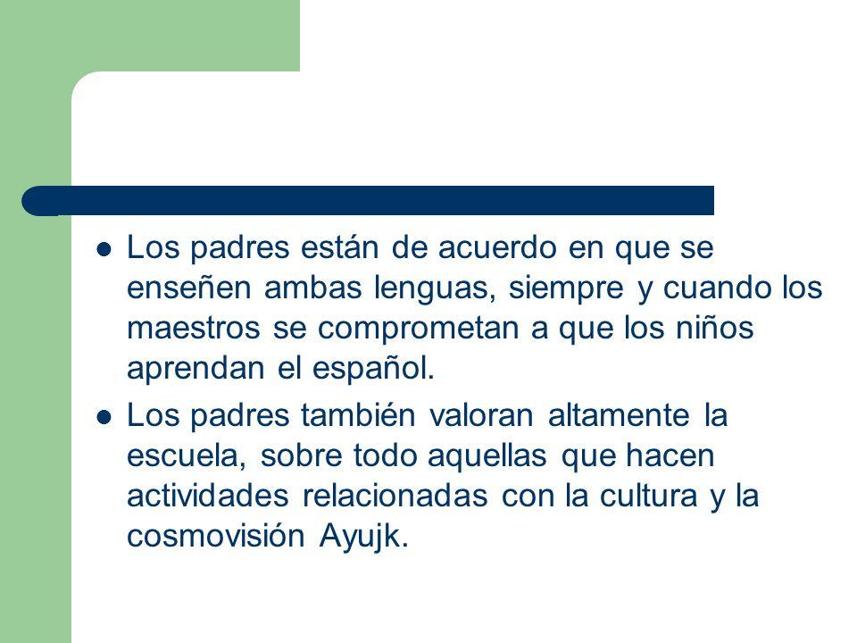 Los padres están de acuerdo en que se enseñen ambas lenguas, siempre y cuando los maestros se comprometan a que los niños aprendan el español. Los pad