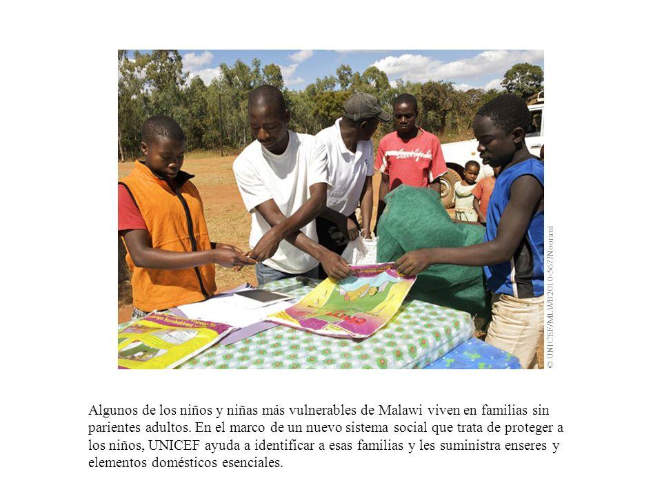Algunos de los niños y niñas más vulnerables de Malawi viven en familias sin parientes adultos. En el marco de un nuevo sistema social que trata de pr