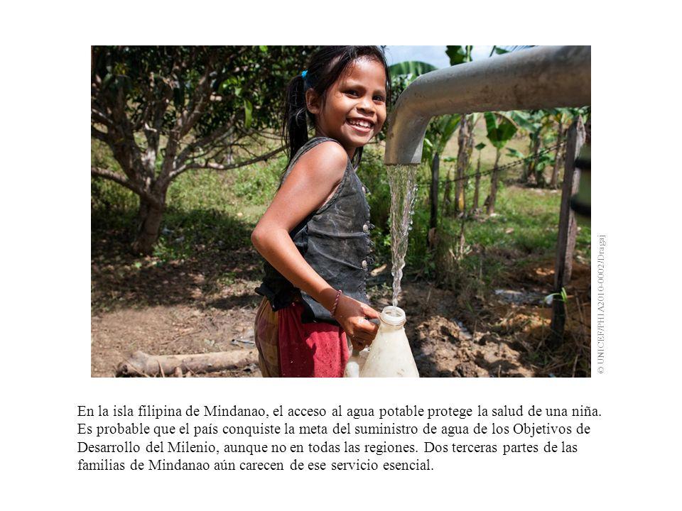 En la isla filipina de Mindanao, el acceso al agua potable protege la salud de una niña.