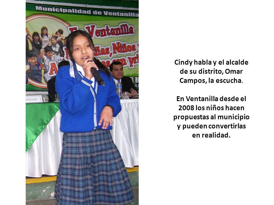 Cindy habla y el alcalde de su distrito, Omar Campos, la escucha. En Ventanilla desde el 2008 los niños hacen propuestas al municipio y pueden convert