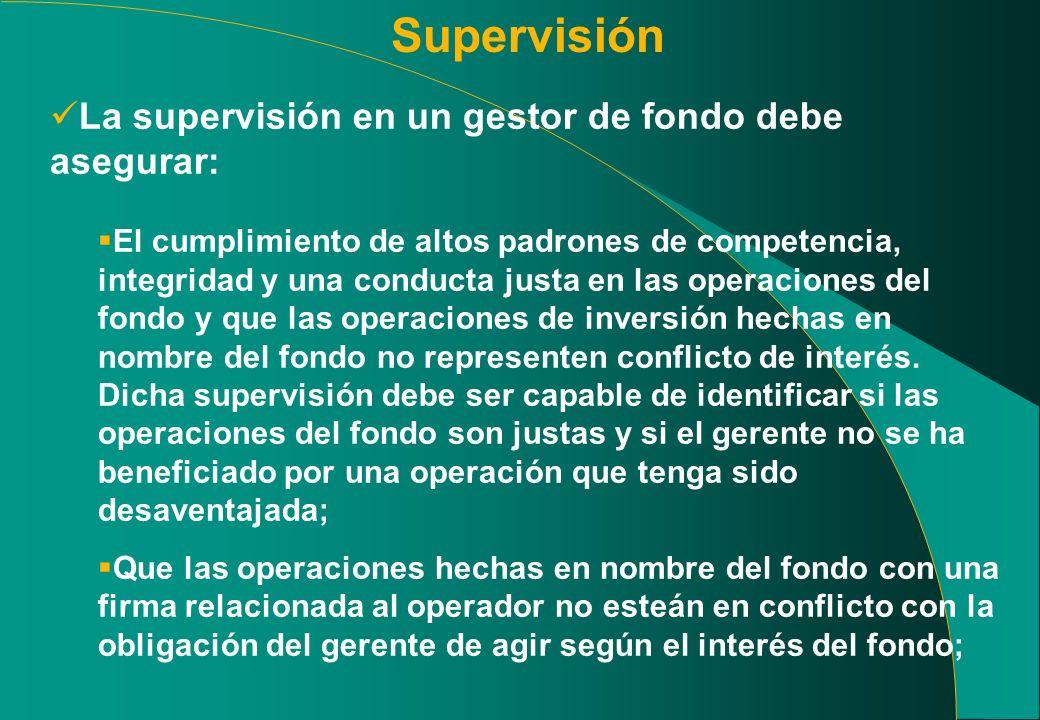 Supervisión La supervisión en un gestor de fondo debe asegurar: El cumplimiento de altos padrones de competencia, integridad y una conducta justa en l