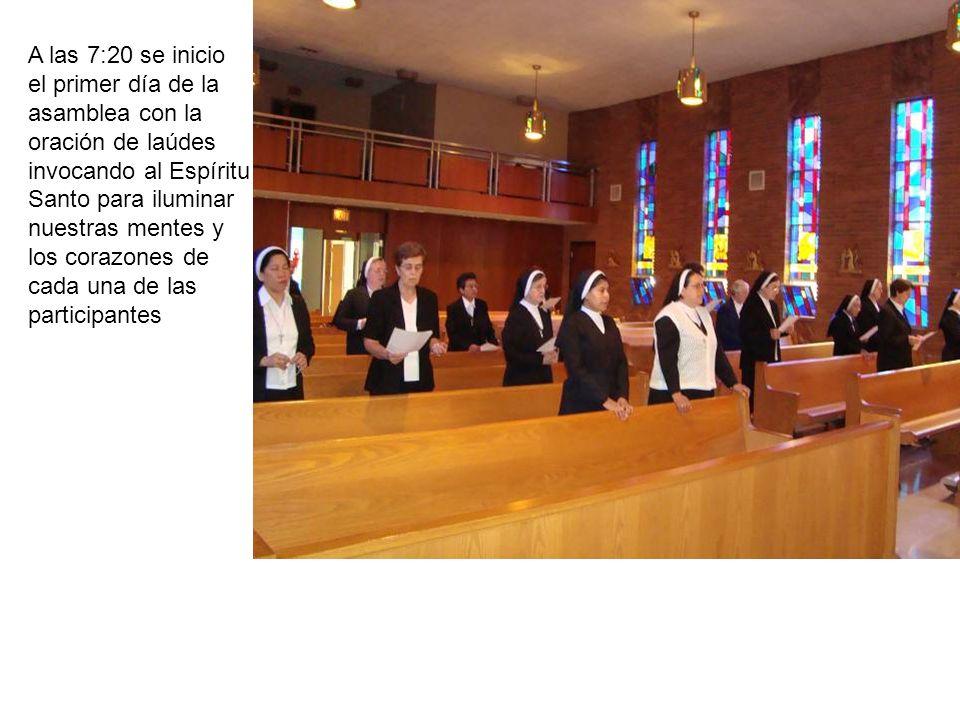 A las 7:20 se inicio el primer día de la asamblea con la oración de laúdes invocando al Espíritu Santo para iluminar nuestras mentes y los corazones de cada una de las participantes