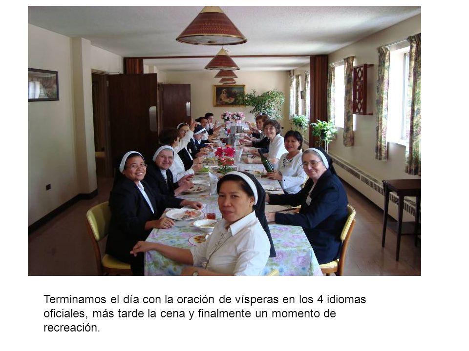 Terminamos el día con la oración de vísperas en los 4 idiomas oficiales, más tarde la cena y finalmente un momento de recreación.