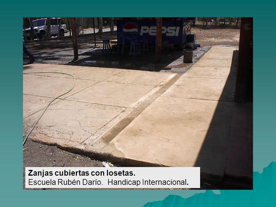 Accesos Principales. Escuela Las Maderas. Handicap Internacional.