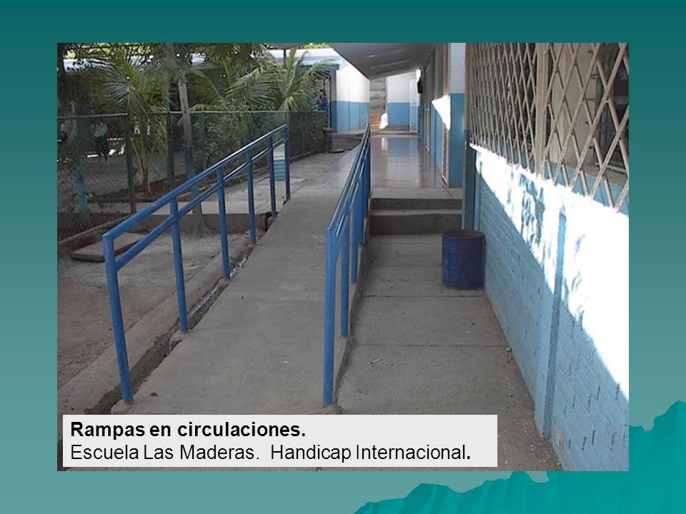 Accesos a las Aulas de clase. Escuela Loma Verde. Handicap Internacional.