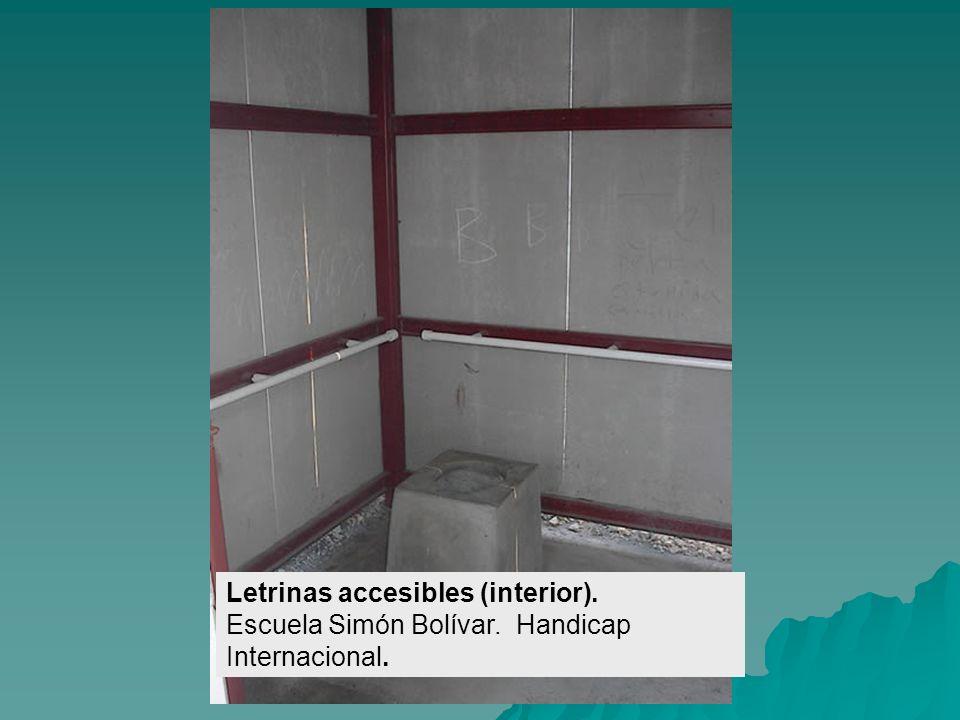 Letrinas accesibles. Escuela Simón Bolívar. Handicap Internacional.
