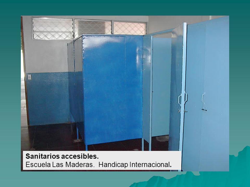 Letrinas accesibles (interior). Escuela Simón Bolívar. Handicap Internacional.