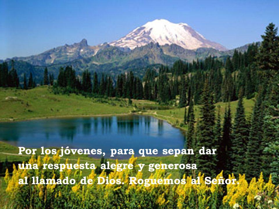 Por los jóvenes, para que sepan dar una respuesta alegre y generosa al llamado de Dios. Roguemos al Señor.