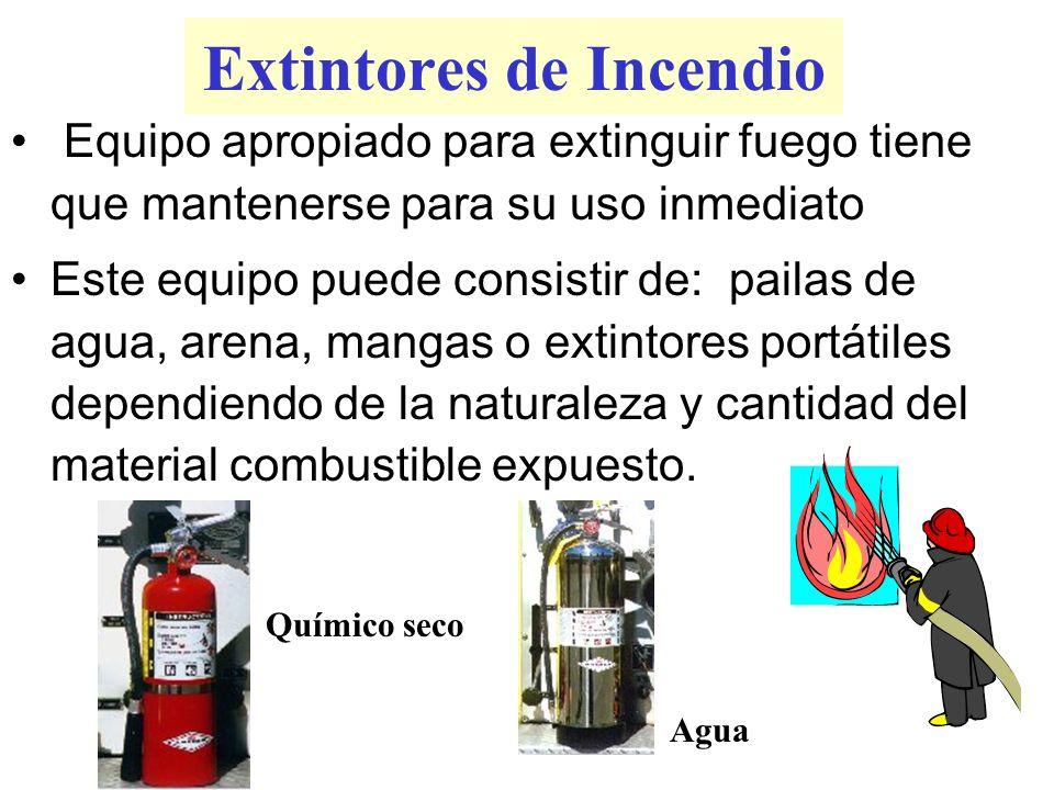 Extintores de Incendio Equipo apropiado para extinguir fuego tiene que mantenerse para su uso inmediato Este equipo puede consistir de: pailas de agua