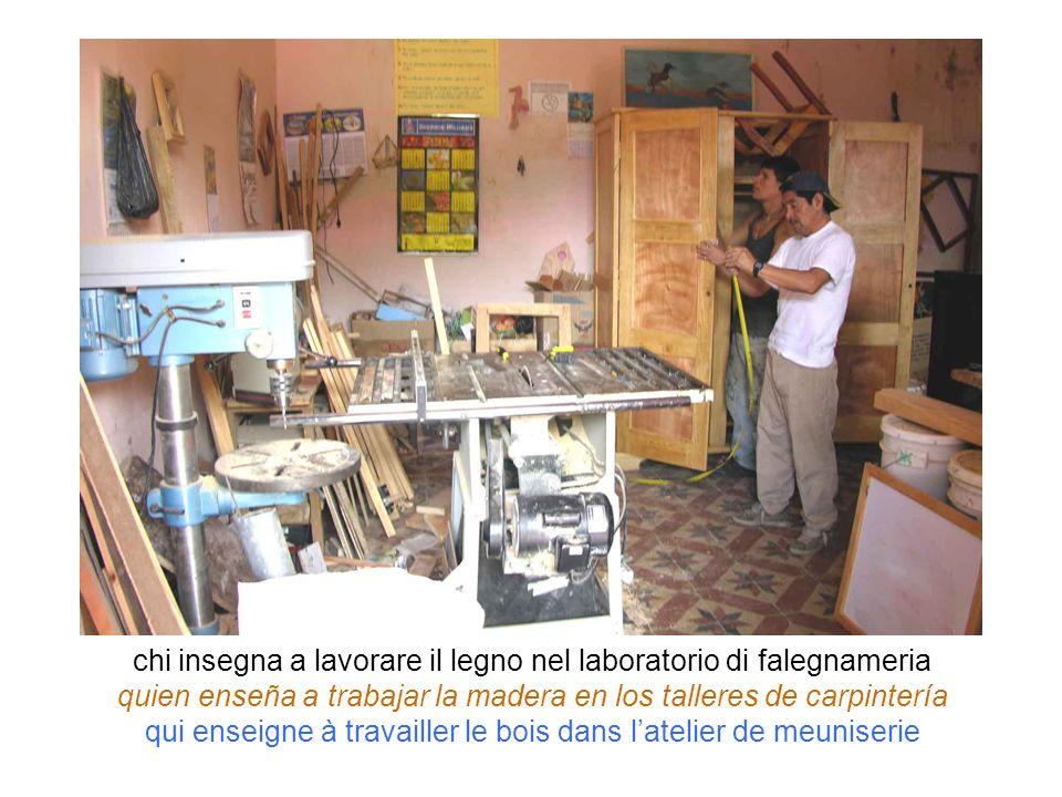 chi insegna a lavorare il legno nel laboratorio di falegnameria quien enseña a trabajar la madera en los talleres de carpintería qui enseigne à travai